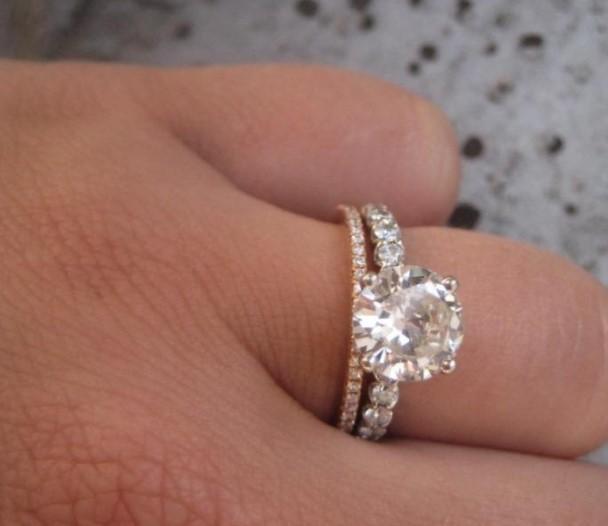 Bagues Aux Diamants Etincelants